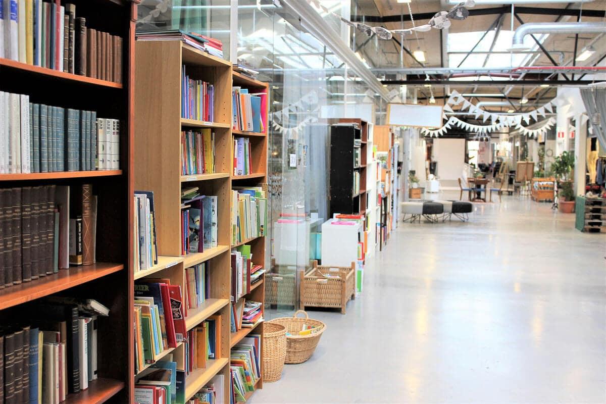 Gang Bücher Retuna Second Mall