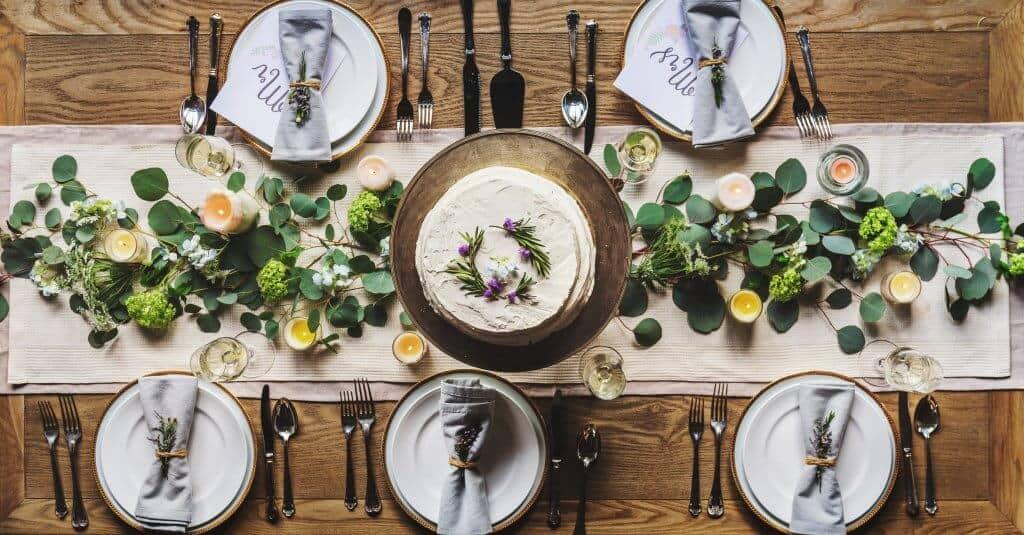 Hochzeitstisch rustikal und nachhaltig