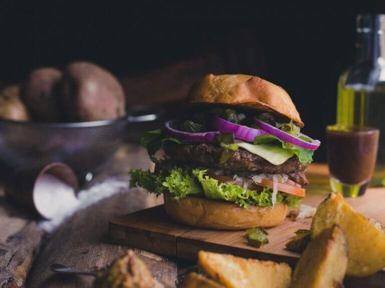 Beyond Meat Burger vs. Rindfleisch – Nährwerte und Umweltfakten im Vergleich