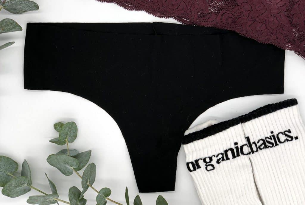 Organic Basics String und Socken
