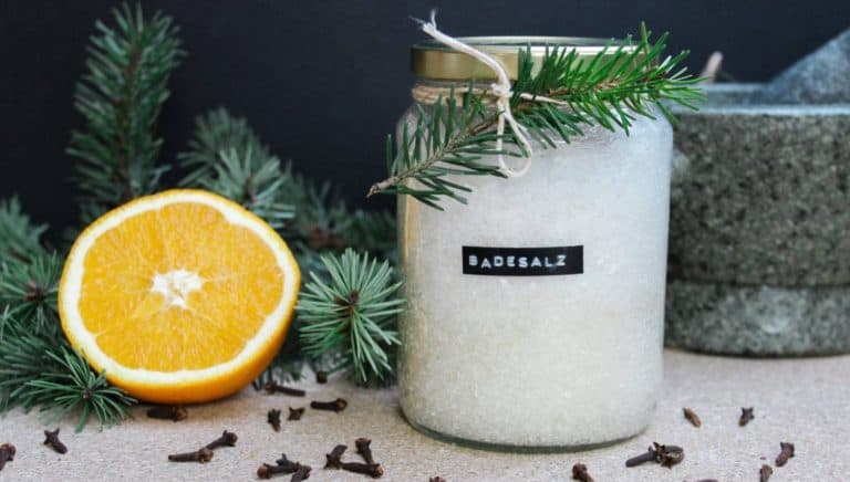 Winterliches DIY-Badesalz – Das günstige Last Minute Weihnachtsgeschenk