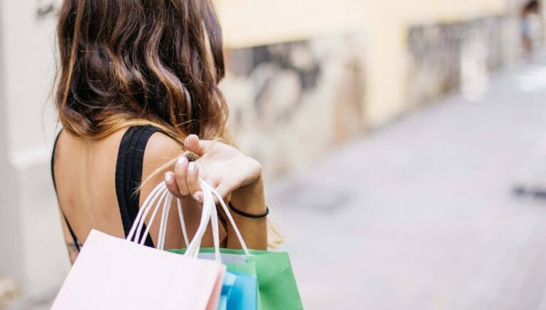 Die Psychologie hinter unserem Konsum – Wieso du kaufst & 5 Tipps, wie du damit aufhören kannst