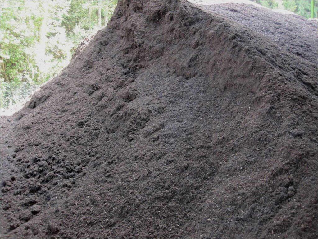 Fertiger Kompost der Biokompostieranlage WGV Quarzbichl