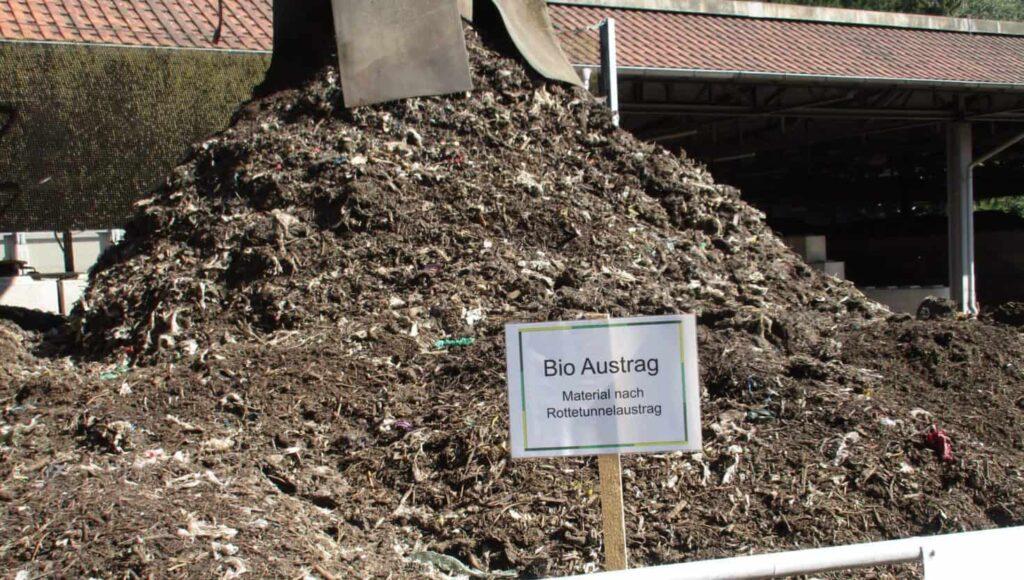 Austrag Biomüll nach Rottetunnel vor Endabsiebung Bio Austrag der Biokompostieranlage WGV in Quarzbichl