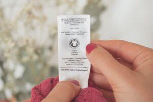GOTS Siegel in Kleidungsstück Etikett